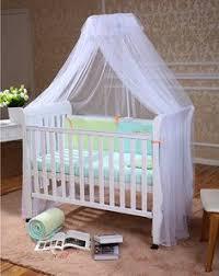 himmel kinderzimmer stilvolles babyzimmer grüne wände weiße holzmöbel verspielter