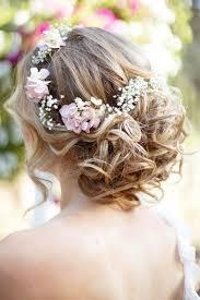 coiffure mariage boheme chignon de mariage boheme chic romantique couronne fleurs
