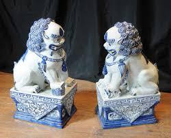 blue foo dogs pair nanking porcelain foo dogs blue white porcelain