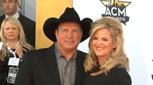 on tour with country couple trisha yearwood and garth brooks youtube