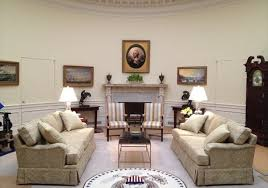 Oval Office Layout How Accurate Are The White House Sets In House Of Cards Season 3
