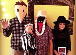 Halloween Costume Beetlejuice 31 Family Halloween Costumes Ideas 2017