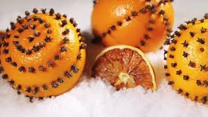 dried orange slices and oranges with cloves decorations