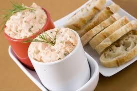 cuisiner le saumon frais recette de rillettes de saumon frais fumé à l aneth parfumée au