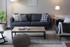 coussin pour canap gris mur gris clair et canapé gris foncé coussins graphiques table