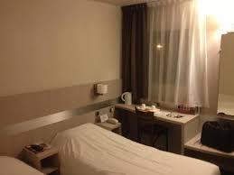 chambre avec dans le sud chambre avec bouilloire accueillant photo de kyriad sud