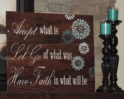 large reclaim wood sign with inspirational quote on pallet sign