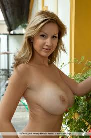 Backyard Milf Carol Goldnerova In The Backyard