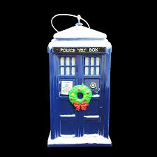 doctor who tardis with wreath ornament pinz n thingz