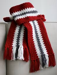 free pattern for simple crochet scarf with links on how to make
