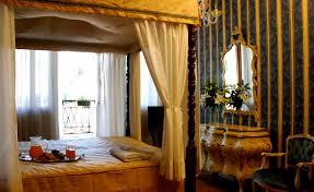 letto a baldacchino antico camere palazzo cendon
