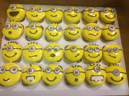 minion cupcakes minion cupcakes how to decorate a character cake recipes on cut