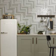 10 trendy looks for your kitchen walls and floors