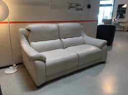 canap haut de gamme en cuir canapé de relaxation en cuir degano slim toulon ligne roset cinna