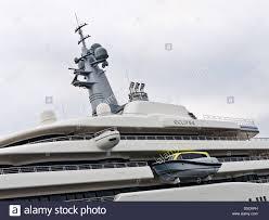 roman abramovich yacht eclipse infront the hotel du cap eden roc