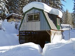off grid bunkhouse backwoods home magazine