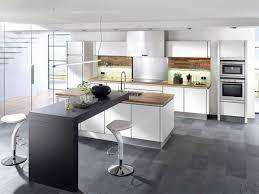 cuisine blanche avec ilot central ophrey com cuisine moderne avec un bar prélèvement d