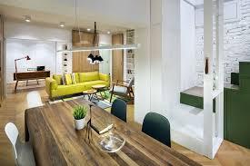 escalier entre cuisine et salon appartement de ville en bulgarie au design intérieur frais et