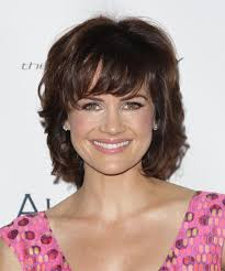 how to style chin length layered hair carla gugino with chin length layered hairstyle jpg 500 600 pixels
