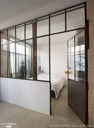 La Maison Design Une Verrière Au Style Industriel Permet De Séparer Cette Chambre