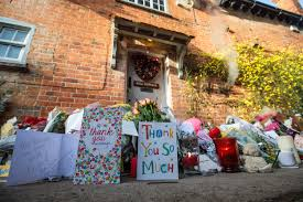 George Michaels Home George Michael Tributes At His London And Goring Homes George