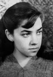 Una joven Maria Elena Walsh. Una imagen de la joven escritora. Aunque escribió canciones del folklore argentino y de crítica social, es especialmente ... - una-joven-maria-elena-walsh