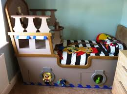 Pirate Ship Bedroom by Small Pirate Ship Bed With Cool Compact Design And Captain Deck