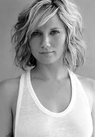 short hairstyles with a lot of layers 20 feminine short hairstyles for wavy hair easy everyday hair