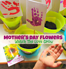 mother u0027s day flowers an easy kid u0027s craft gift idea for mom