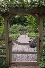 Creative Vegetable Gardens by Best 25 Vegetable Garden Fences Ideas On Pinterest Fence Garden