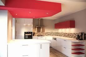 faux plafond cuisine ouverte cuisine ouverte avec bar gracieux cuisine blanche laquée ouverte sur