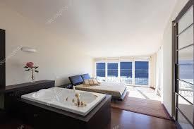 chambre avec baignoire meublé maison design chambre avec baignoire photographie zveiger