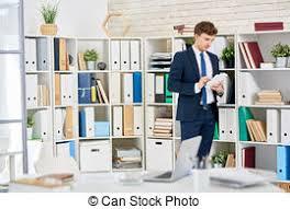 affaires de bureau réussi homme affaires bureau secrétaire debout beau image