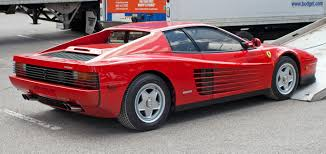 classic ferrari testarossa file 1986 ferrari testarossa being unloaded jpg wikimedia commons