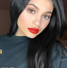 pictures of short hair do s back dise and front views pregnant kylie jenner shows off her new short hair daily mail