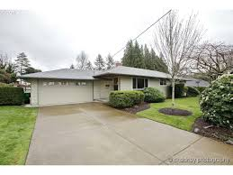 Acrylite Patio Cover by 250 Nw Wallula Ave Gresham Or 97030 Mls 16460199 Redfin