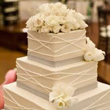 wedding cakes ideas 30 gorgeous square wedding cake ideas weddingomania