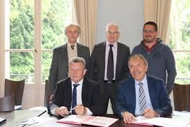 chambre des metiers eure et loir signature d une convention de partenariat entre l agglo du pays de