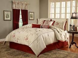 Queen Comforter On King Bed Bedroom Best 25 Black Comforter Sets Ideas On Pinterest Bedding