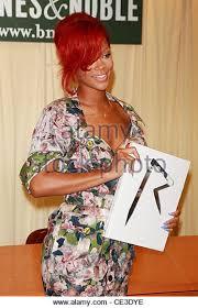 Barnes Noble 5th Ave Rihanna Signs Copies Rihanna Stock Photos U0026 Rihanna Signs Copies