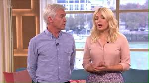 lucy and anna decinque before watch holly willoughby insults game of thrones star in awkward