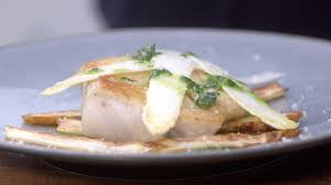 cuisiner le lieu jaune ma recette de lieu jaune asperges blanches sauce verte laurent