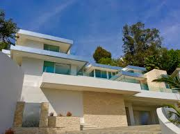 showing new contemporary homes in beverly hills