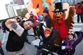 crowds flock to loop for thanksgiving parade chicago tribune