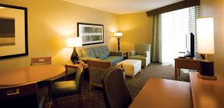 hotels with 2 bedroom suites in myrtle beach sc embassy suites kingston plantation in myrtle beach south carolina