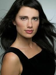 trivago commercial actress gabrielle miller trivago girl juggle trivago girl gabrielle