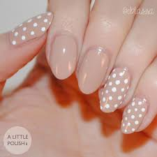 simple polka dot neutral nails that are perfect for the workplace