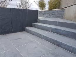 bloc marche escalier exterieur bordure pierre naturelle marche en pierre naturelle pierre et