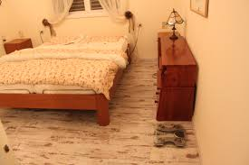 Berry Floor Laminate פרקט למינציה אלון מולבן של ברי פלור Berry Floor Laminate Parquet