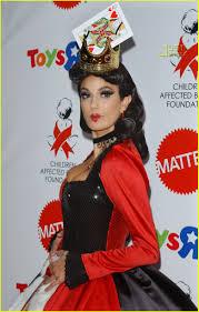 teri hatcher is the queen of hearts photo 693821 celebrity